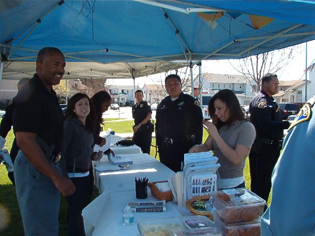 East Palo Alto officers at recruiting table